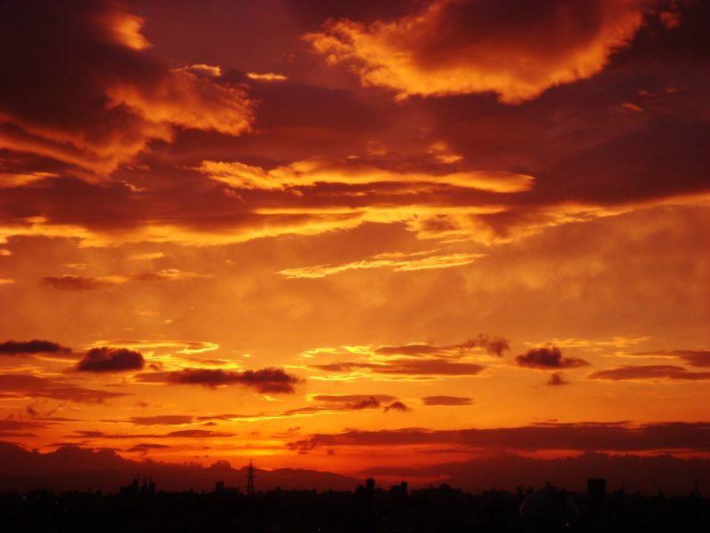 夕焼けと赤い雲