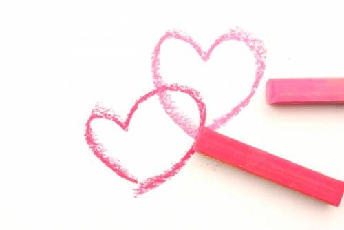 クレヨンで描いたピンクのハート