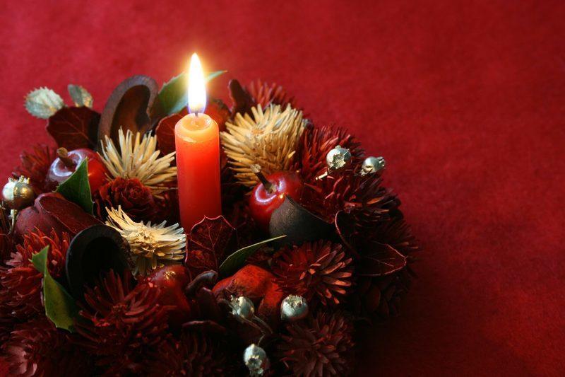 キャンドルとクリスマスリース