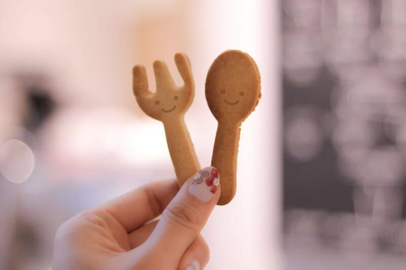 スプーンとフォークの形のクッキー