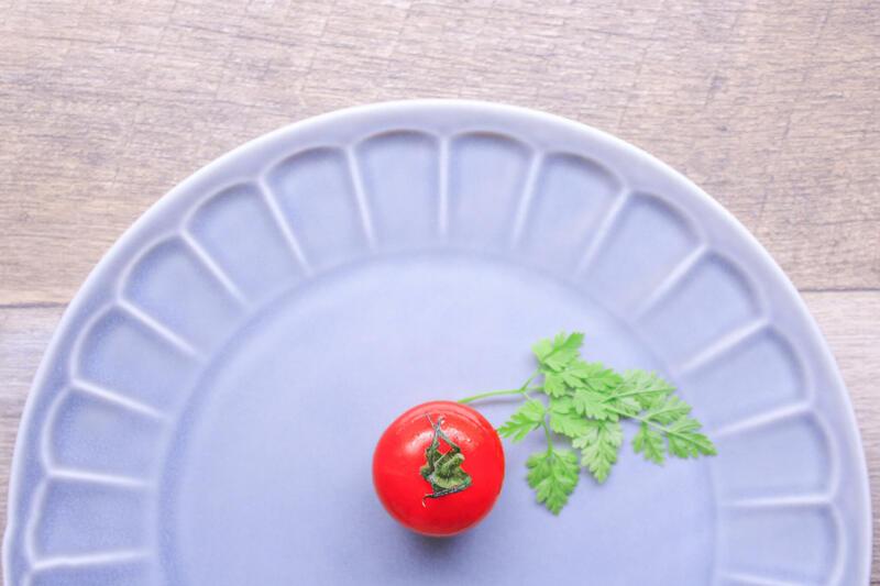 皿とミニトマト