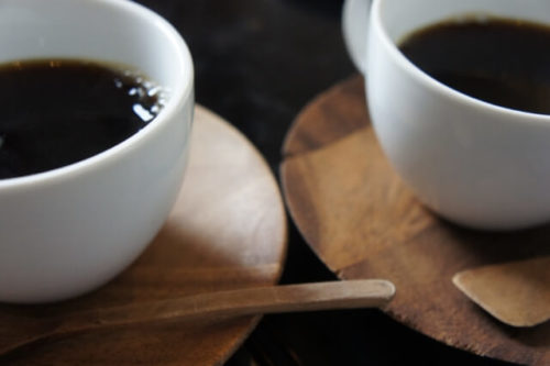 2つのカップ