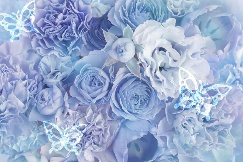青い花と蝶